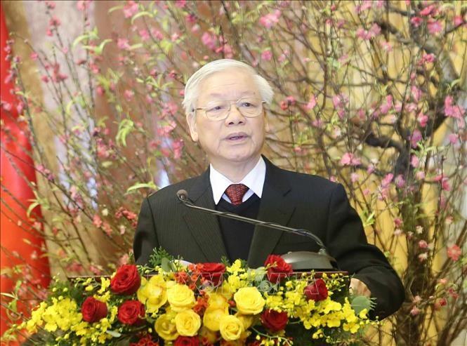 Tổng Bí thư, Chủ tịch nước Nguyễn Phú Trọng nâng cốc chúc Tết các đồng chí lãnh đạo, nguyên lãnh đạo Đảng và Nhà nước. Ảnh: Trí Dũng/TTXVN