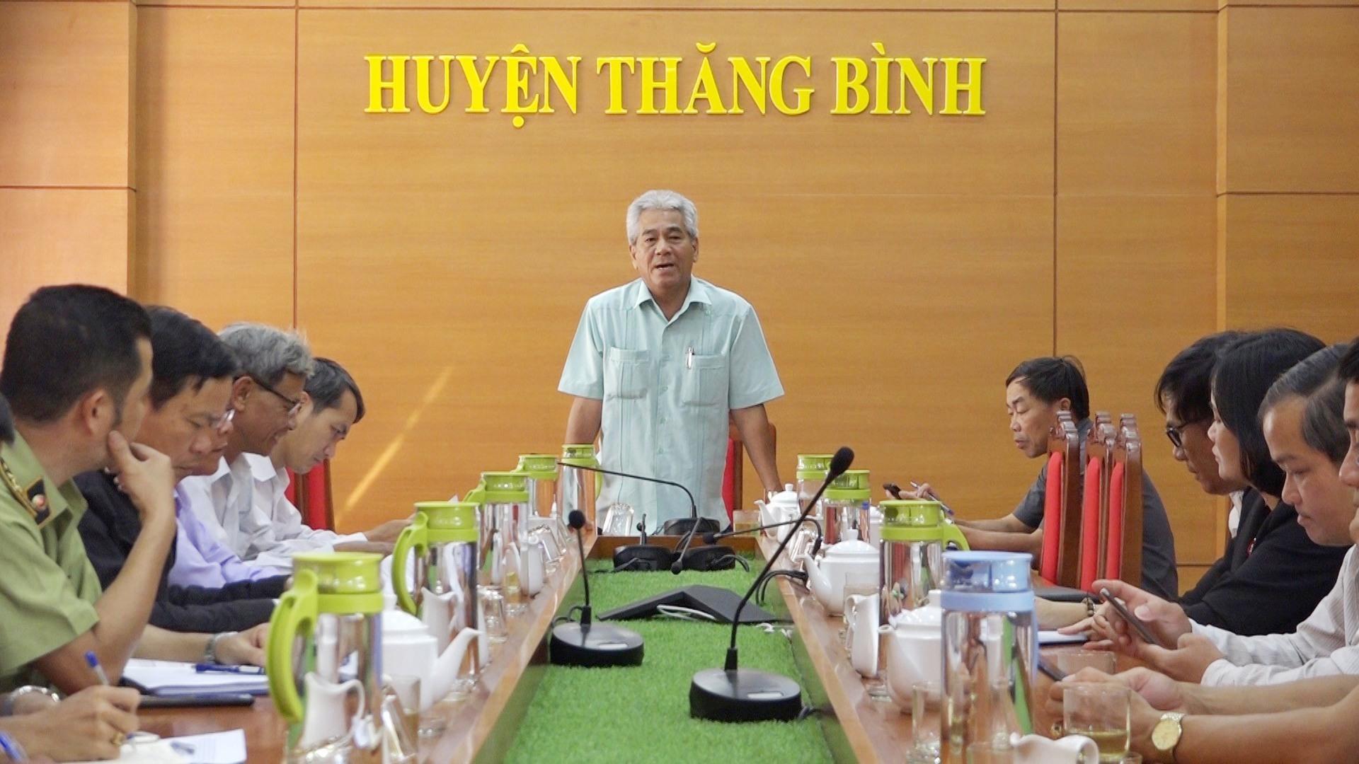 Huyện Thăng Bình họp bàn công tác phòng chống dịch bệnh trên đàn vật nuôi. Ảnh: BIÊN THỰC