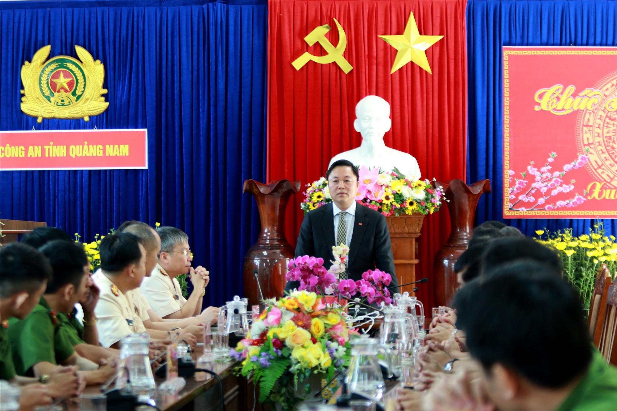 Chủ tịch UBND tỉnh Lê Trí Thanh thăm, chúc Tết lãnh đạo, cán bộ chiến sĩ Công an tỉnh sáng mồng Một Tết Nguyên đán Canh Tý. Ảnh: T.C