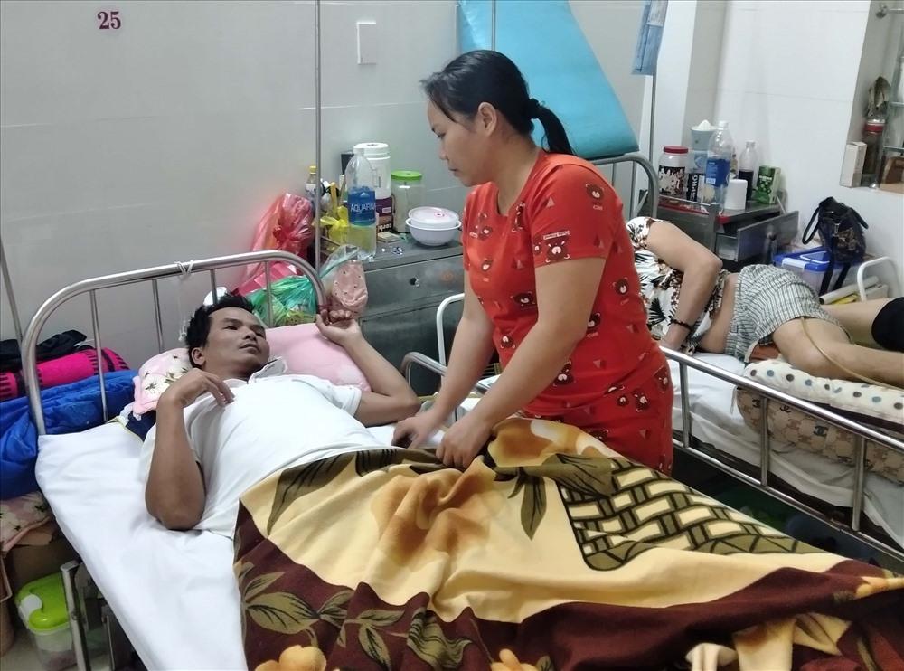 Anh Đoàn Văn Khánh hiện đang điều trị tại Bệnh viện Phục hồi chức năng Đà Nẵng. Ảnh: N.TRANG
