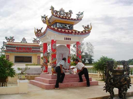 Mộ Phạm Phú Thứ ở Điện Bàn.
