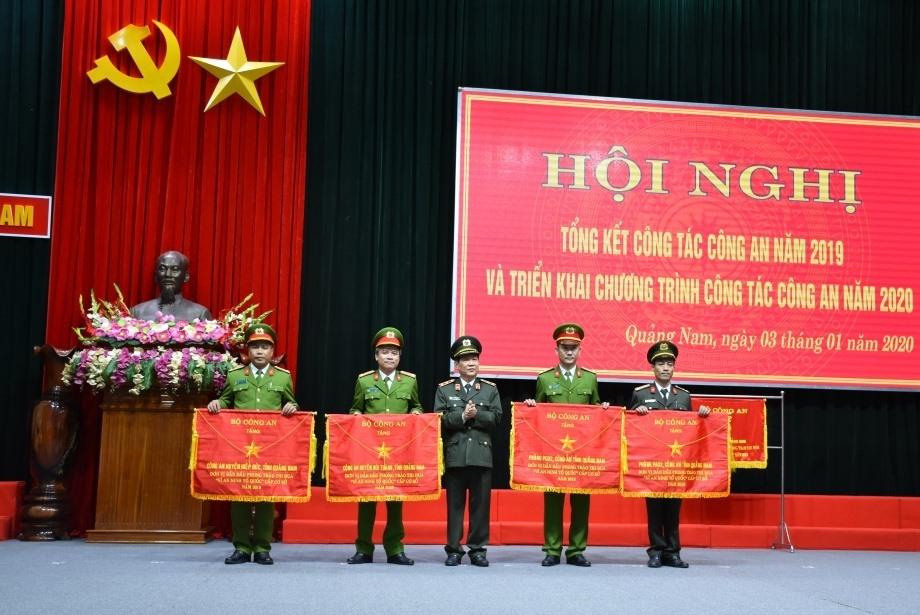 Trung tướng Nguyễn Văn Sơn, thứ trưởng Bộ Công an phát biểu chỉ đạo Hội Nghị Trao cờ thi đua của Bộ Công an cho đơn vị dẫn đầu phong trào thi đua Vì ANTQ cấp cơ sở năm 2019
