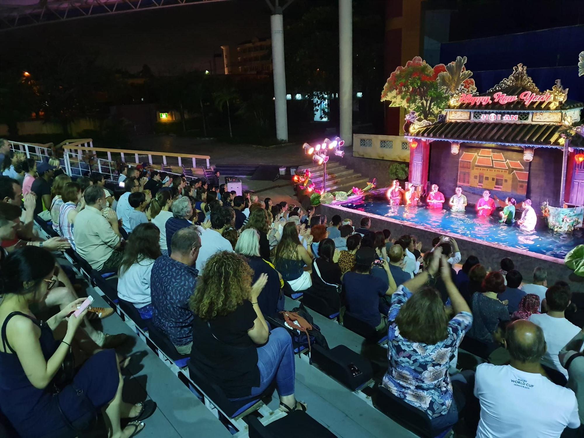 Múa rối nước cổ truyền tại Hội An. Ảnh: TTVH H.A