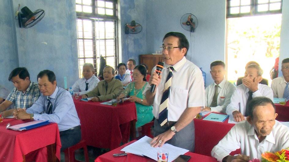 Đảng viên chi bộ thôn Đồng Hành, xã Tam Ngọc phát biểu tại đại hội chi bộ.