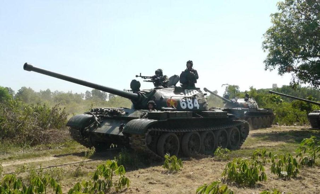 Lữ đoàn Tăng - Thiết giáp 574 tăng cường trực, sẵn sàng chiến đấu.