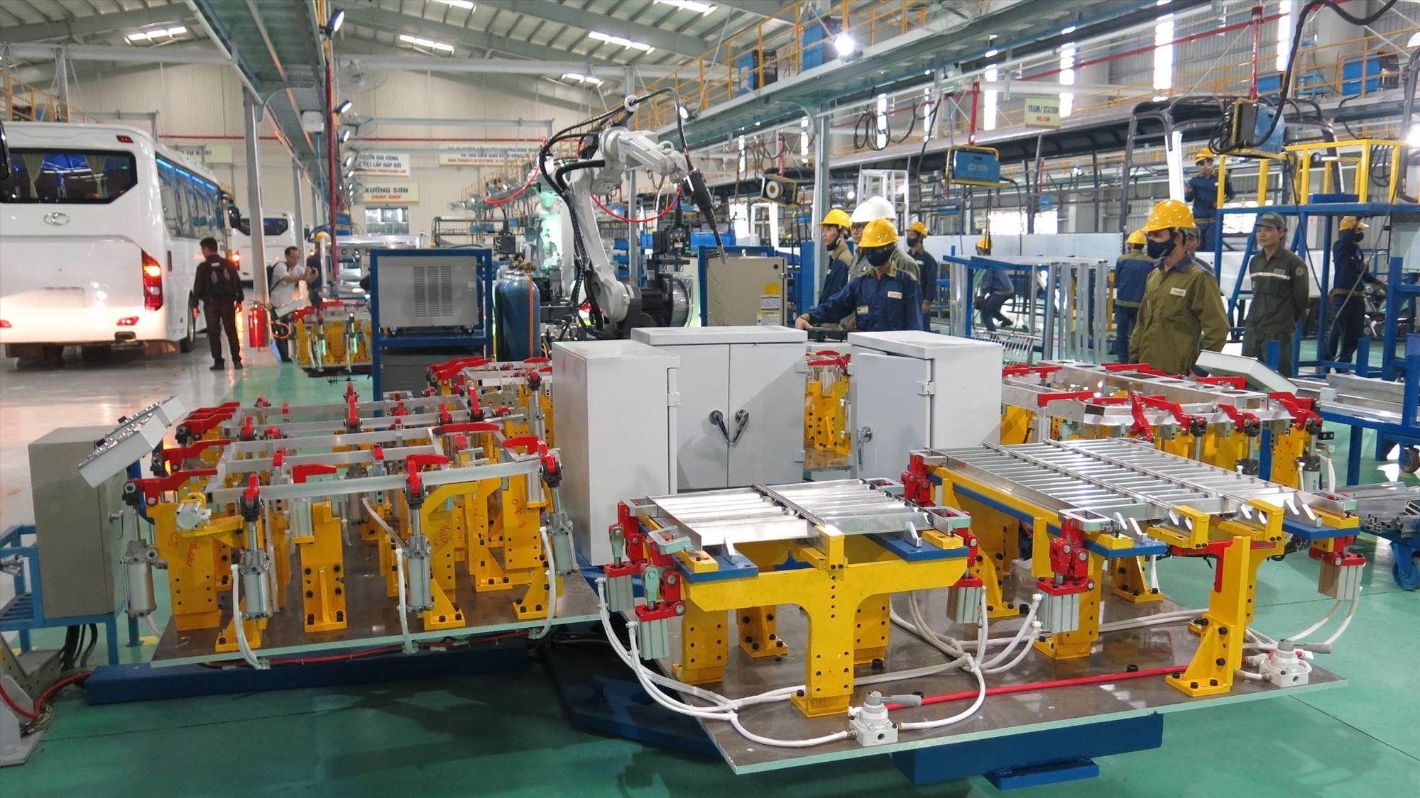Ngoài cơ khí và ô tô là chủ lực, Thaco sẽ phát triển thành tập đoàn đa ngành với nhiều lĩnh vực hỗ trợ khác nhau, thúc đẩy chiến lược phát triển kinh tế. Ảnh: T.DŨNG