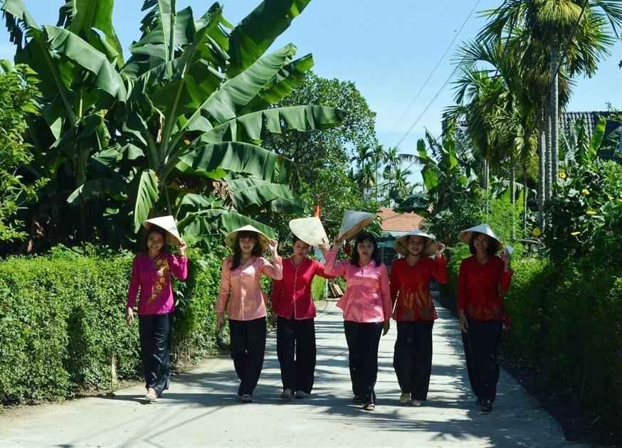 Triêm Tây là làng quê sinh thái được nhiều du khách ưa thích