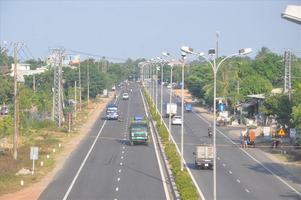 Đường Nguyễn Hoàng sẽ được tiếp tục đầu tư nâng cấp trong năm 2020 góp phần giúp đô thị Tam Kỳ đảm bảo tiêu chí giao thông. Ảnh: X.P