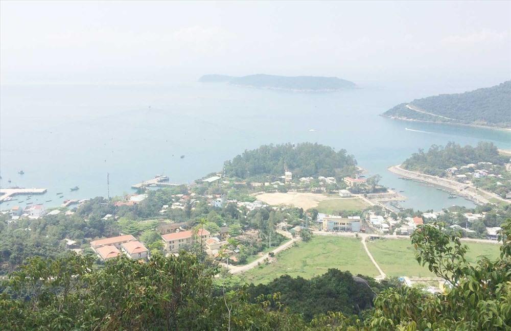 Đảng bộ, chính quyền và nhân dân xã đảo Tân Hiệp xây dựng nông thôn mới gắn với bảo vệ môi trường, bảo tồn đa dạng sinh học và các hệ sinh thái của đảo. Ảnh: T.S