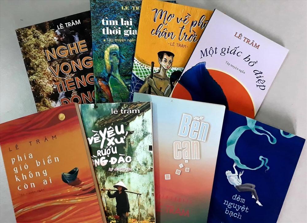 Một số tác phẩm của nhà văn Lê Trâm. Ảnh: B.A