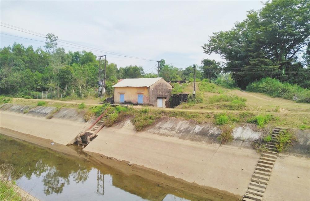 Hạn hán, thiếu nước khiến nông nghiệp nhiều địa phương gặp khó. Ảnh: M.L