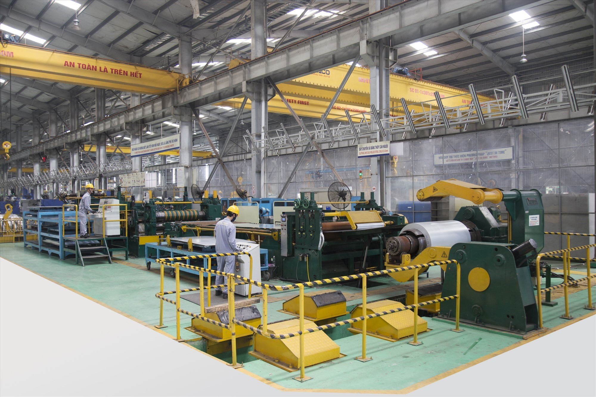 Cold rolled steel slitting line