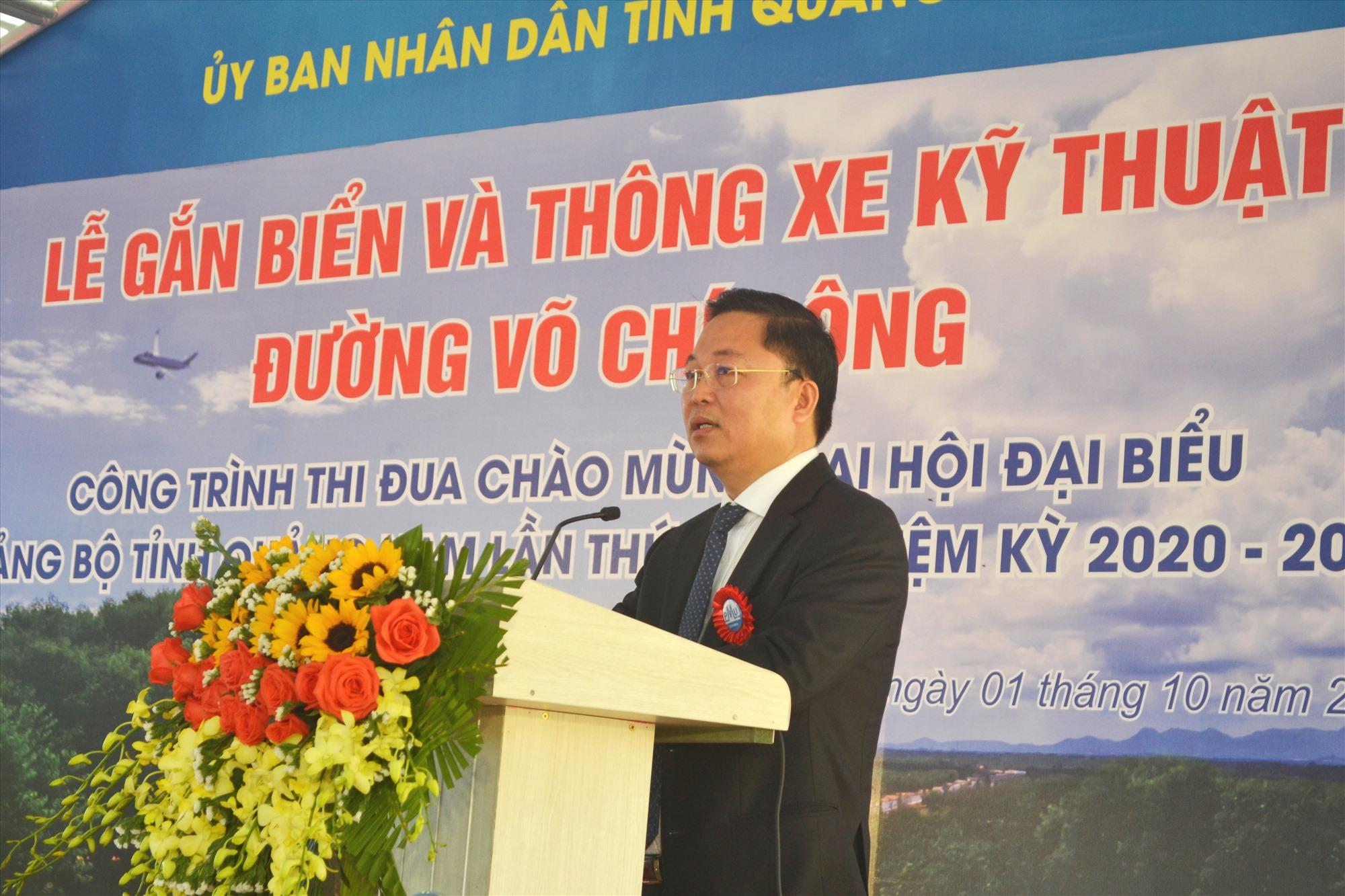 Chủ tịch UBND tỉnh Lê Trí Thanh tuyên bố thông xe kỹ thuật đường Võ Chí Công. Ảnh: CT