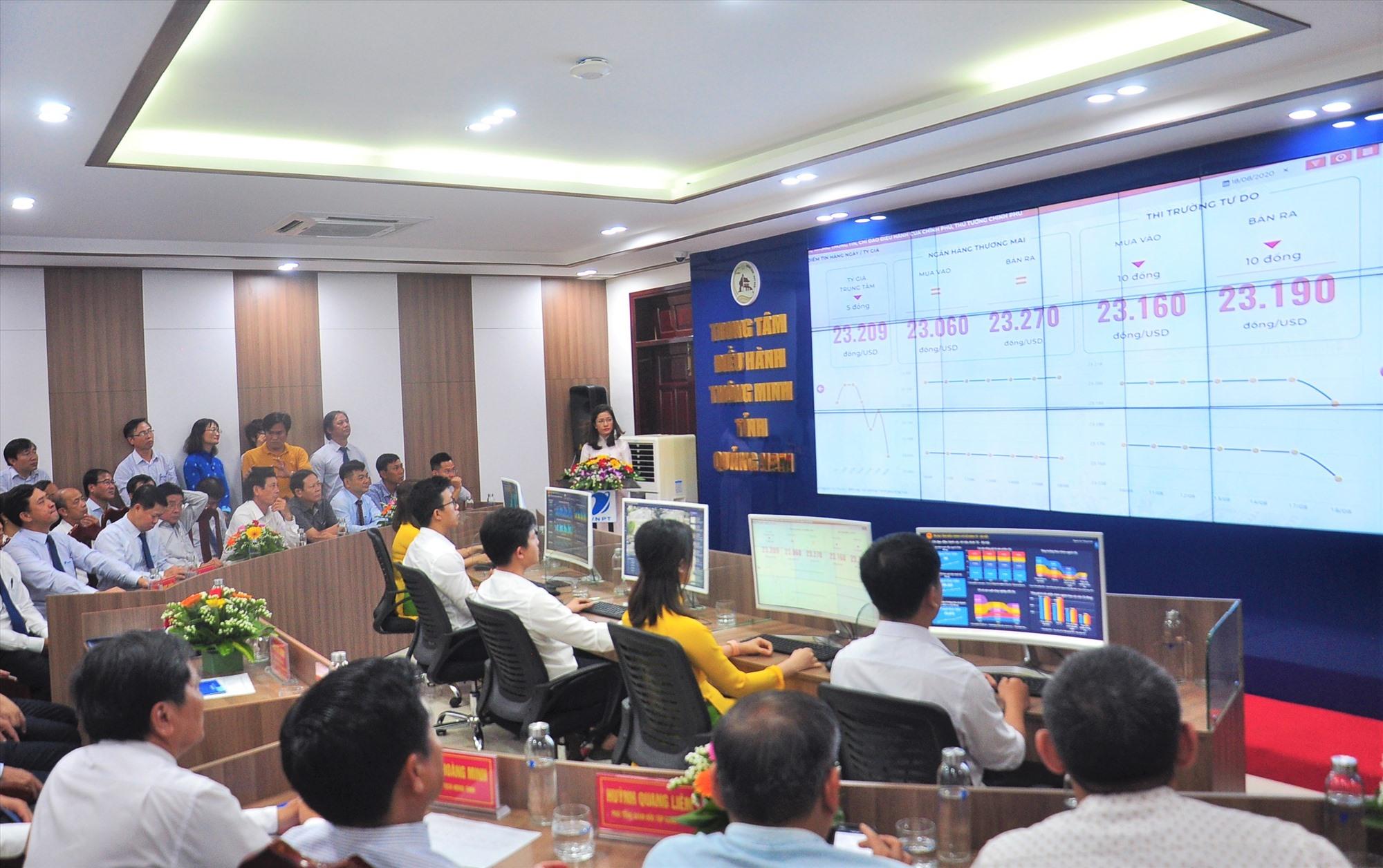 Các đại biểu trải nghiệm các hợp phần thuộc hệ thống IOC Quảng Nam. Ảnh: VINH ANH