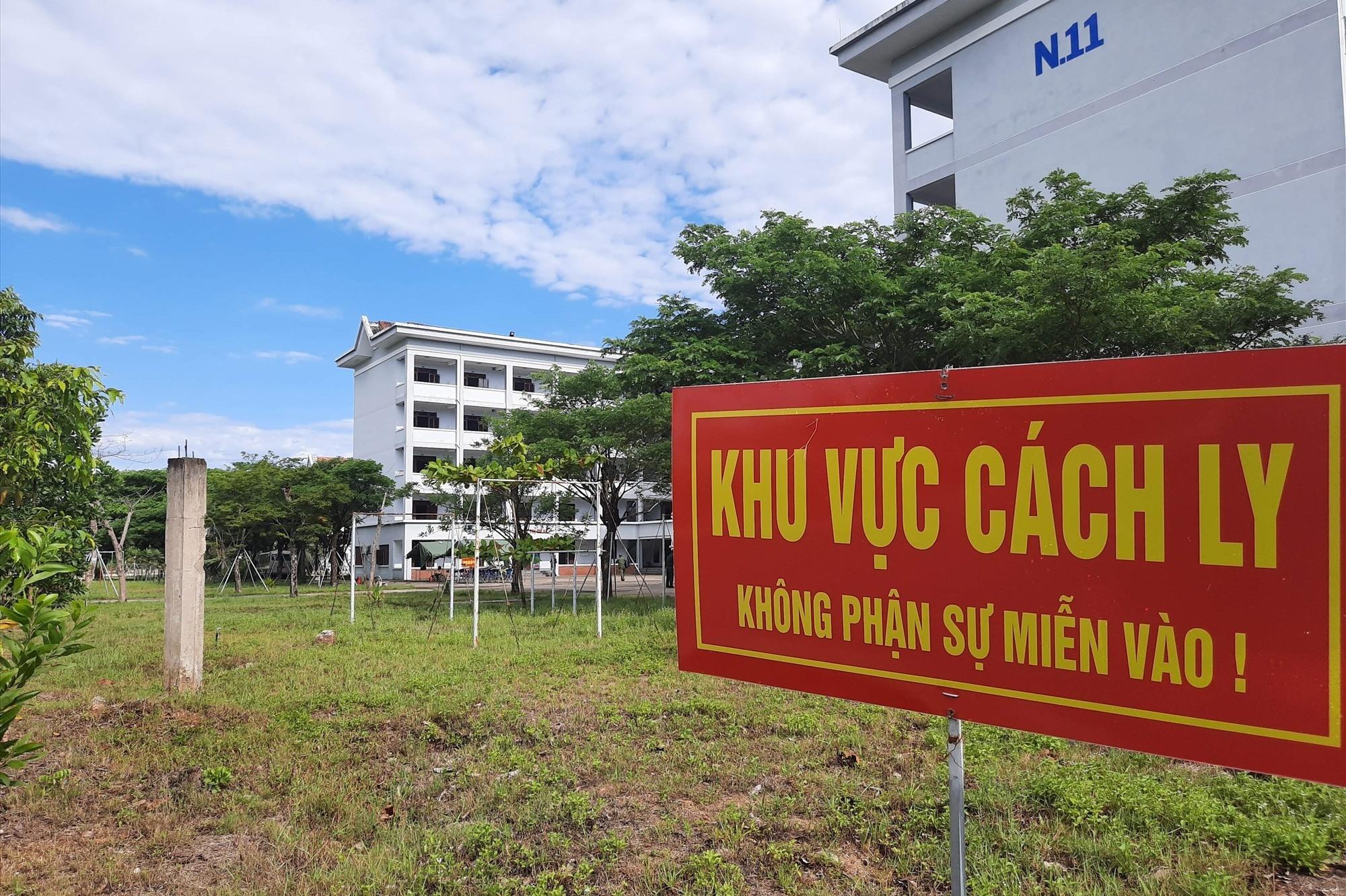 Khu cách ly tập trung tại Trường Cảnh sát Nhân dân 5, đóng tại xã Bình Phục, Thăng Bình.
