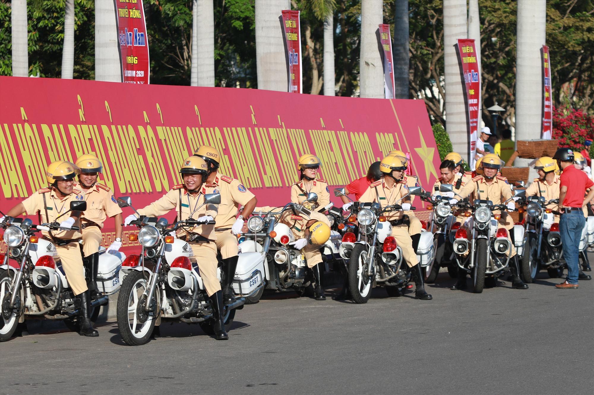 Đội môt tô dẫn đường đã sẵn sàng hỗ trợ.