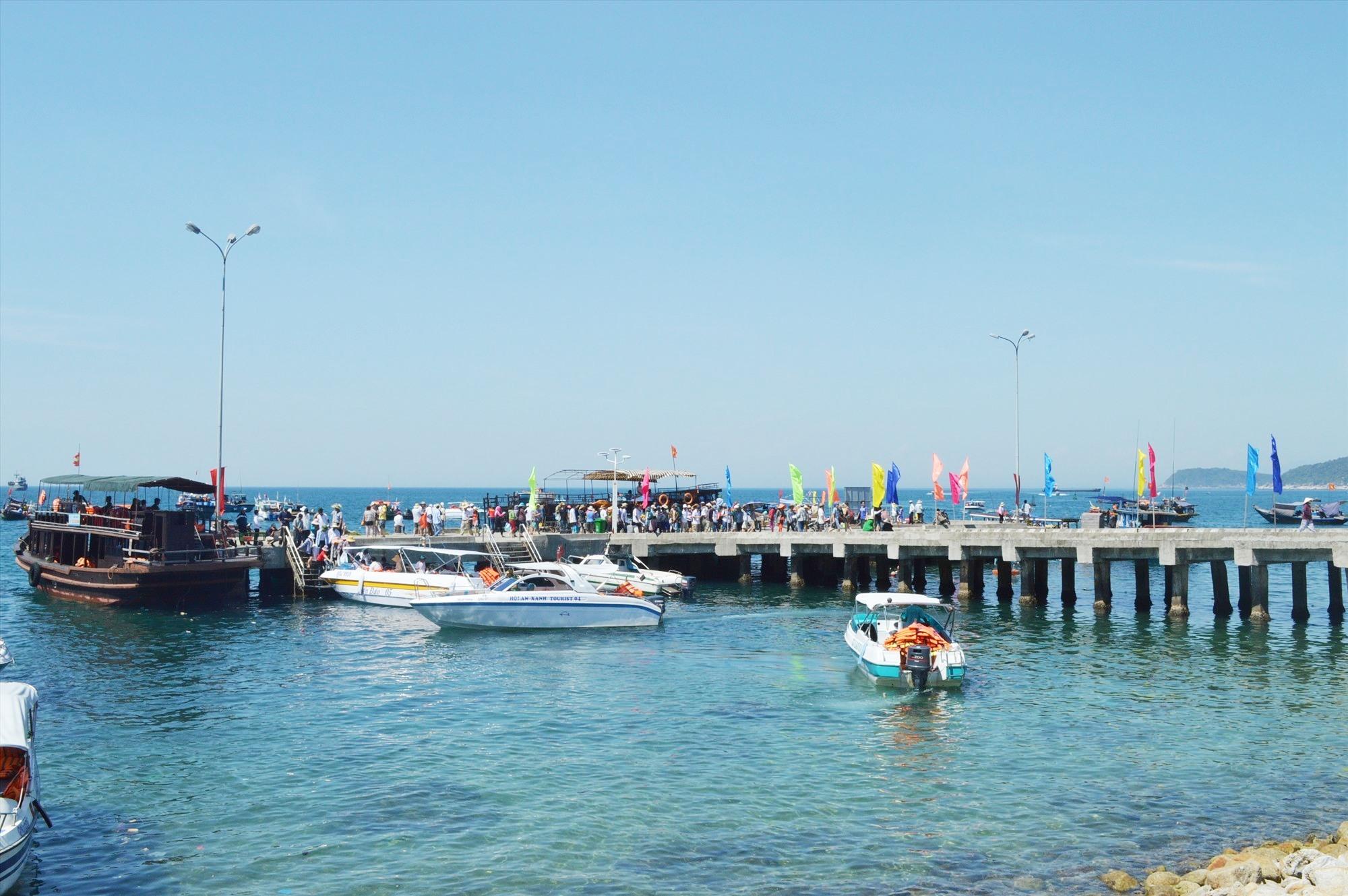 Hạ tầng cầu cảng đóng vai trò quan trọng trong phát triển du lịch.