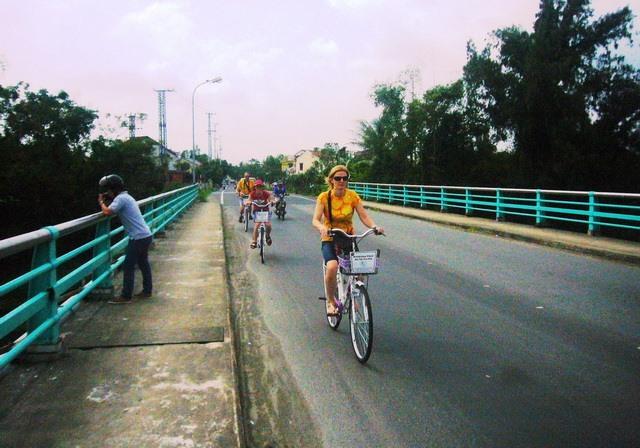 Tourists go to An Bang beach by bike.