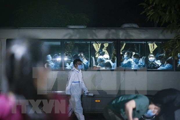 A bus transporting newly arriving passengers to their quarantine facility (Photo: VNA)