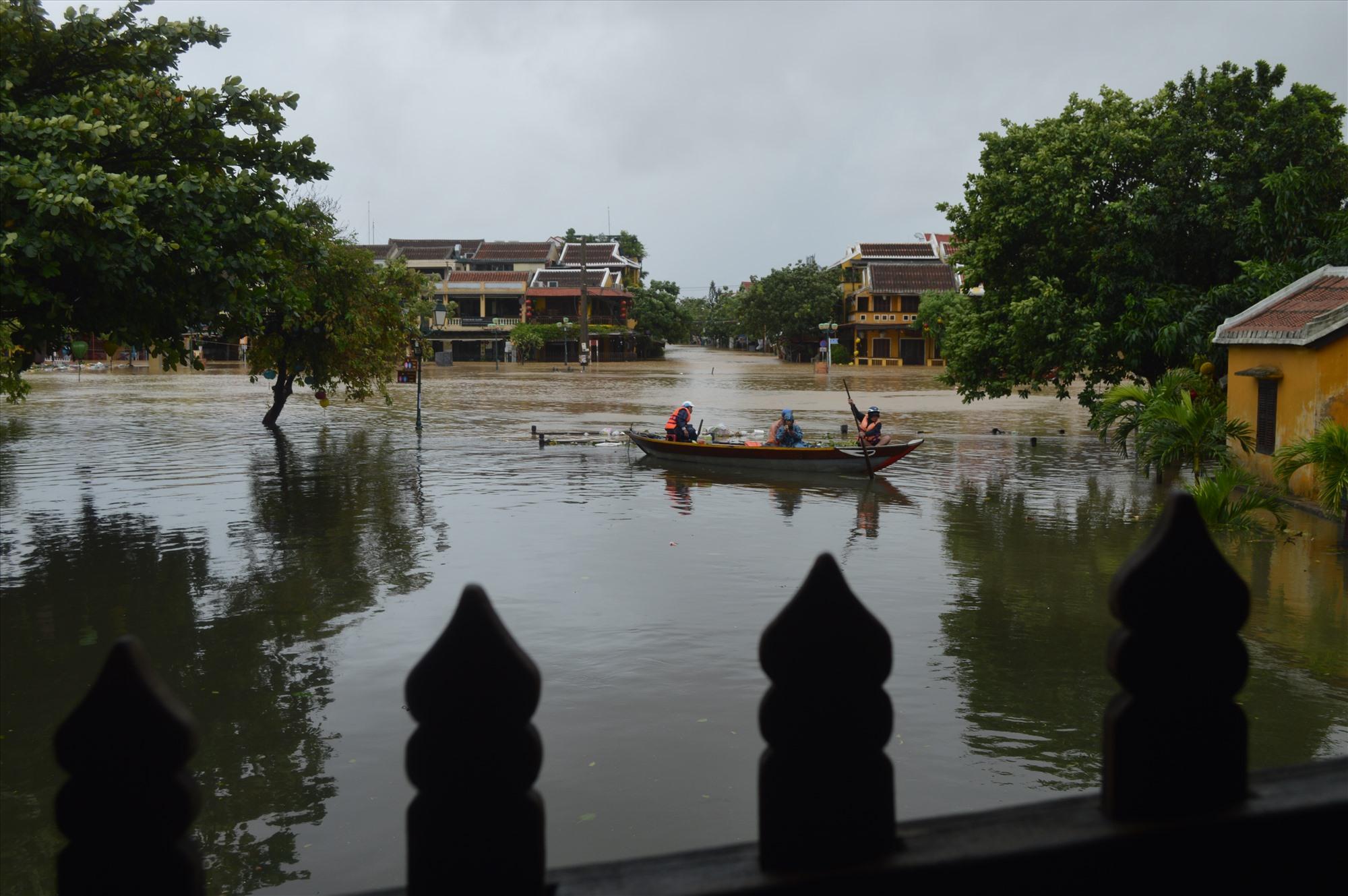Khu vực An Hội bị ngập nặng nề, còn lại phần lớn diện tích TP.Hội An vẫn chưa có nước