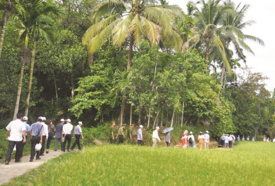 Làng cổ Lộc Yên (Tiên Cảnh, Tiên Phước) ngày càng thu hút khách du lịch. Ảnh: T.P