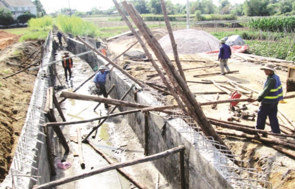 Tại nhiều nơi, cơ sở hạ tầng phục vụ sản xuất chưa đồng bộ là trở lực lớn trong việc thu hút doanh nghiệp đầu tư vào nông nghiệp - nông thôn. Ảnh: VĂN SỰ