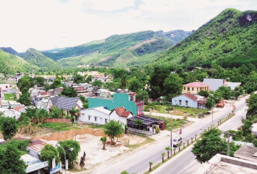 Thị trấn Thạnh Mỹ (Nam Giang), nơi đang được đầu tư để trở thành đô thị trung tâm vùng tây của Quảng Nam. Ảnh: ALĂNG NGƯỚC
