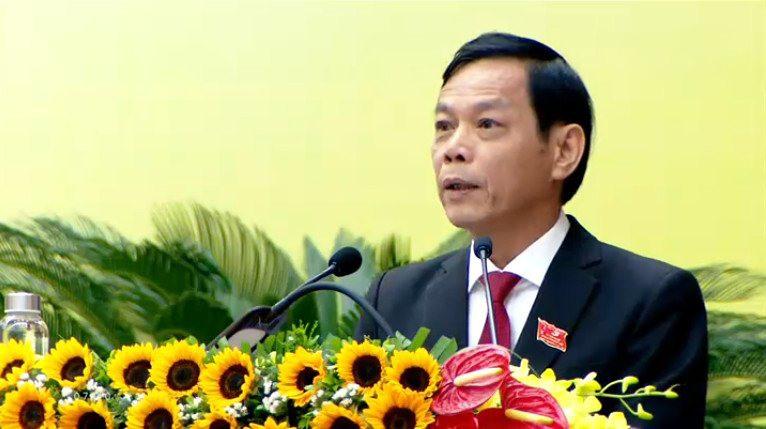 Đồng chí Nguyễn Chín - Ủy viên Ban Thường vụ, Trưởng ban Tổ chức Tỉnh ủy báo cáo kết quả phiên đại hội nội trù bị ngày 11.10