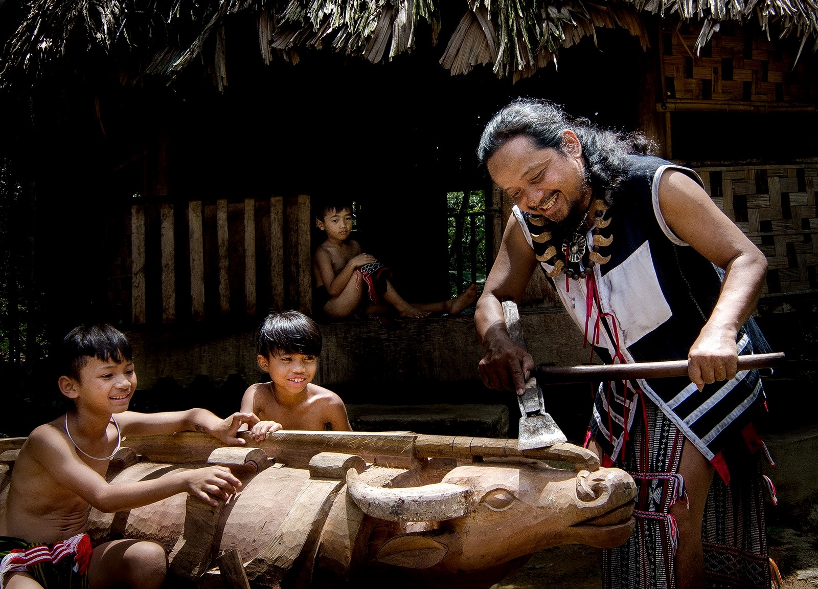 Bản sắc truyền thống là điều cần thiết phải lựa chọn để giữ gìn trong hành trình phát triển. Ảnh: L.T.K
