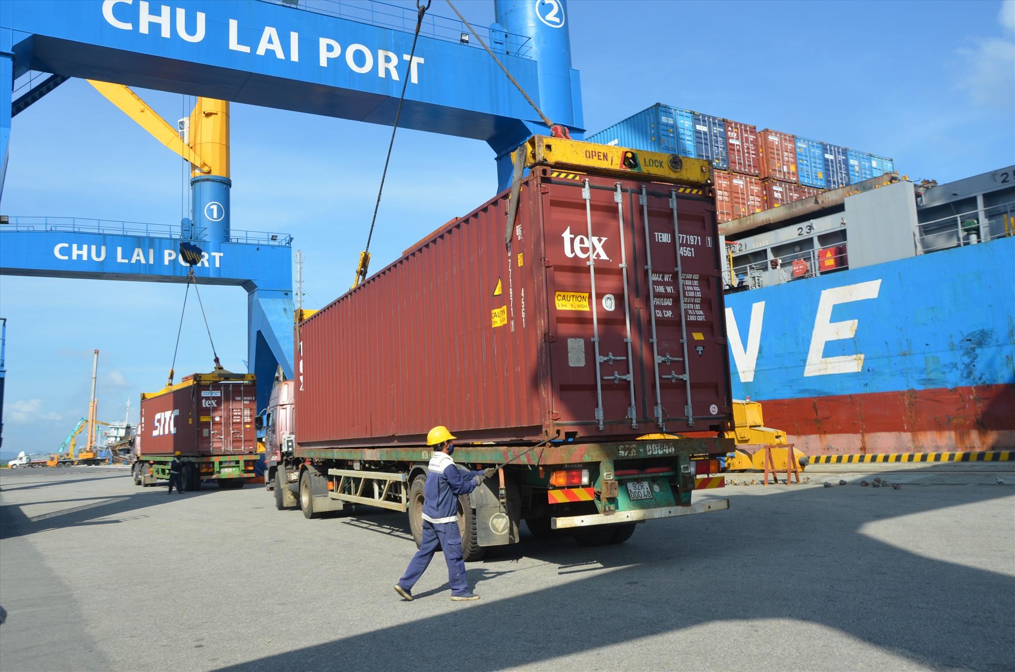 Hệ thống cảng Trường Hải - Chu Lai đa dạng dịch vụ, giảm chi phí vận chuyển logictics. Ảnh: H.P