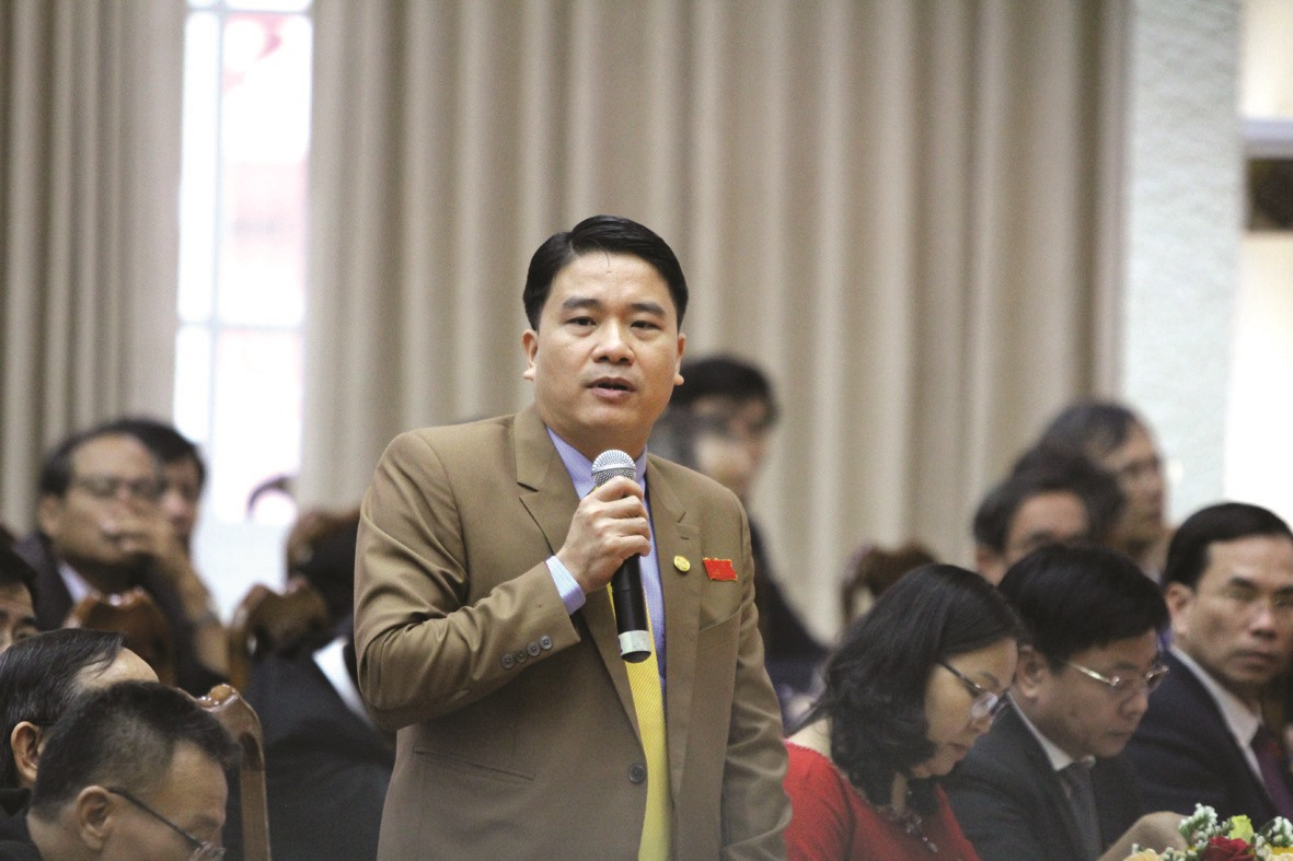 Các đại biểu phát biểu thảo luận chỉ tiêu tăng trưởng bình quân hằng năm của tỉnh giai đoạn 2020 - 2025. Ảnh: Đ.C.N