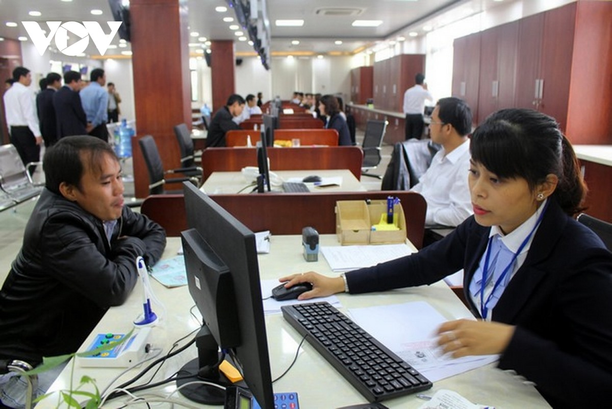 Working atmosphere at the Quang Nam Centre for Public Administration. Photo: VOV
