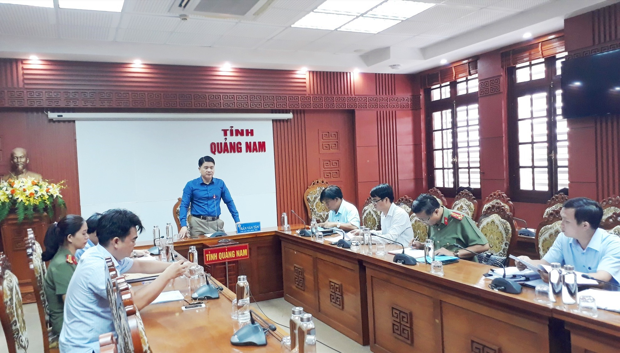 Phó Chủ tịch UBND tỉnh Trần Văn Tân phát biểu tại cuộc họp Hội đồng thi tuyển viên chức giáo viên tỉnh năm 2020. Ảnh: X.P