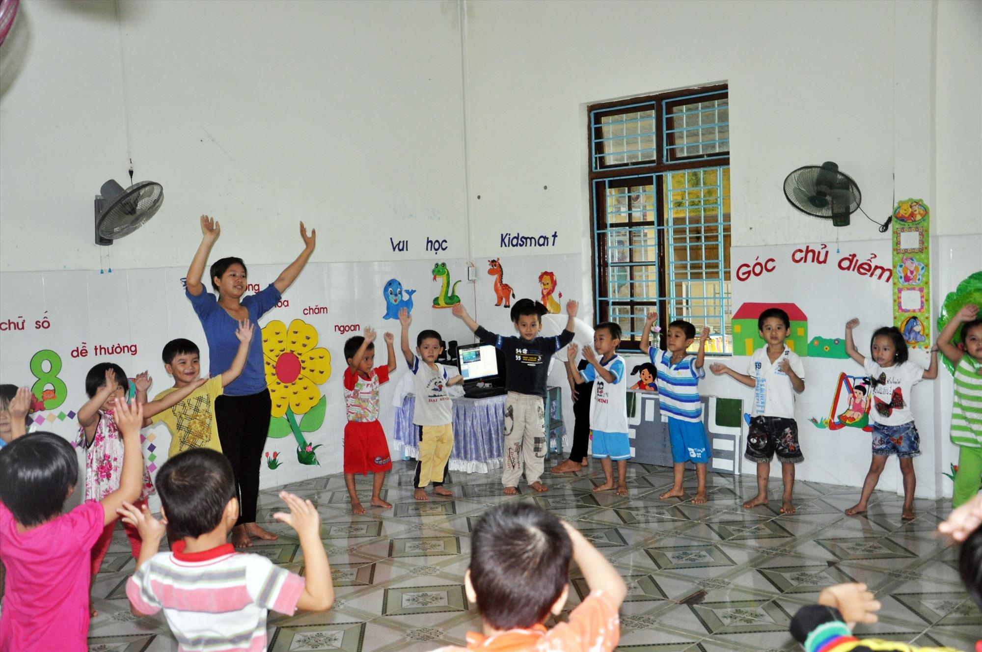 Huyện Đại Lộc cần tuyển dụng 65 chỉ tiêu giáo viên mầm non song chỉ có 45 người dự tuyển (ảnh minh họa). Ảnh: X.P