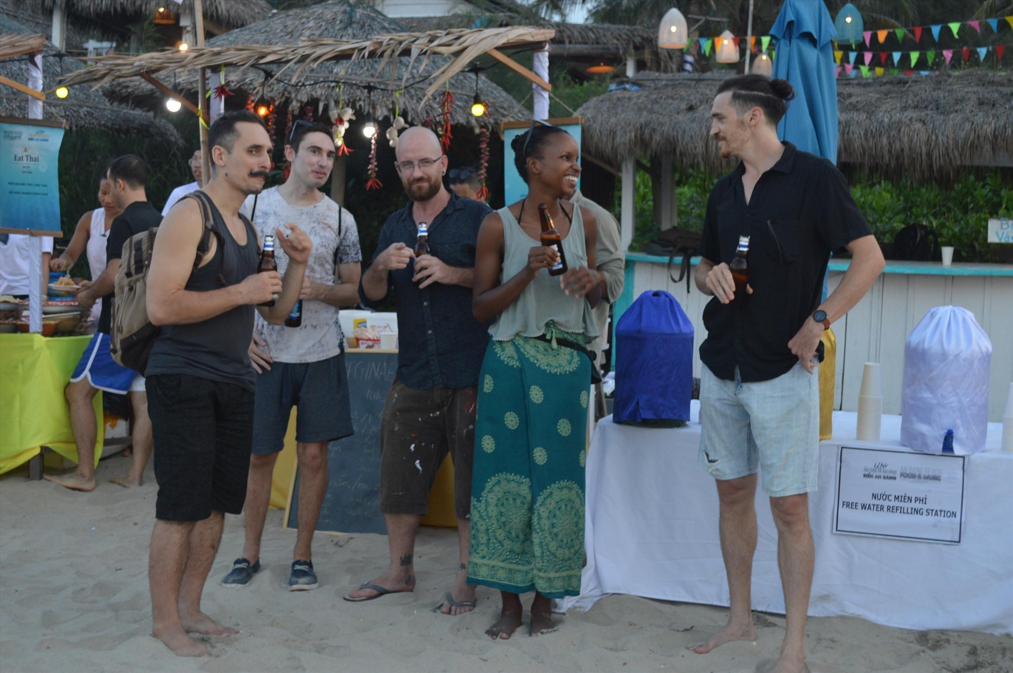Lễ hội ẩm thực và âm nhạc biển An Bàng - một loại hình của kinh tế đêm tại Hội An. Ảnh: V.LỘC