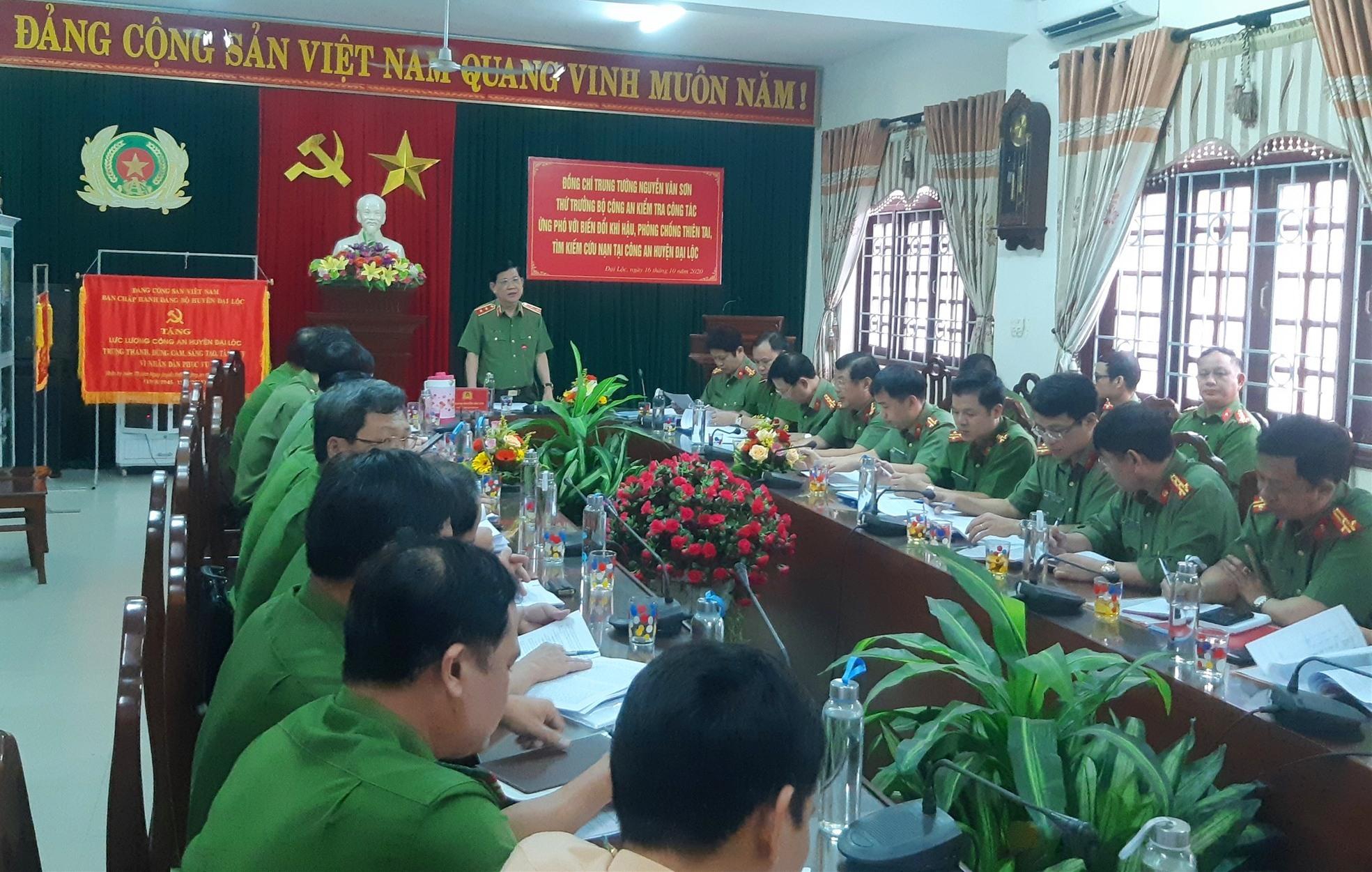 Trung tướng Nguyễn Văn Sơn - Thứ trưởng, Trưởng ban Chỉ đạo ứng phó với biến đổi khí hậu, phòng chống thiên tai (PCTT) và tìm kiếm cứu nạn (TKCN) Bộ Công an