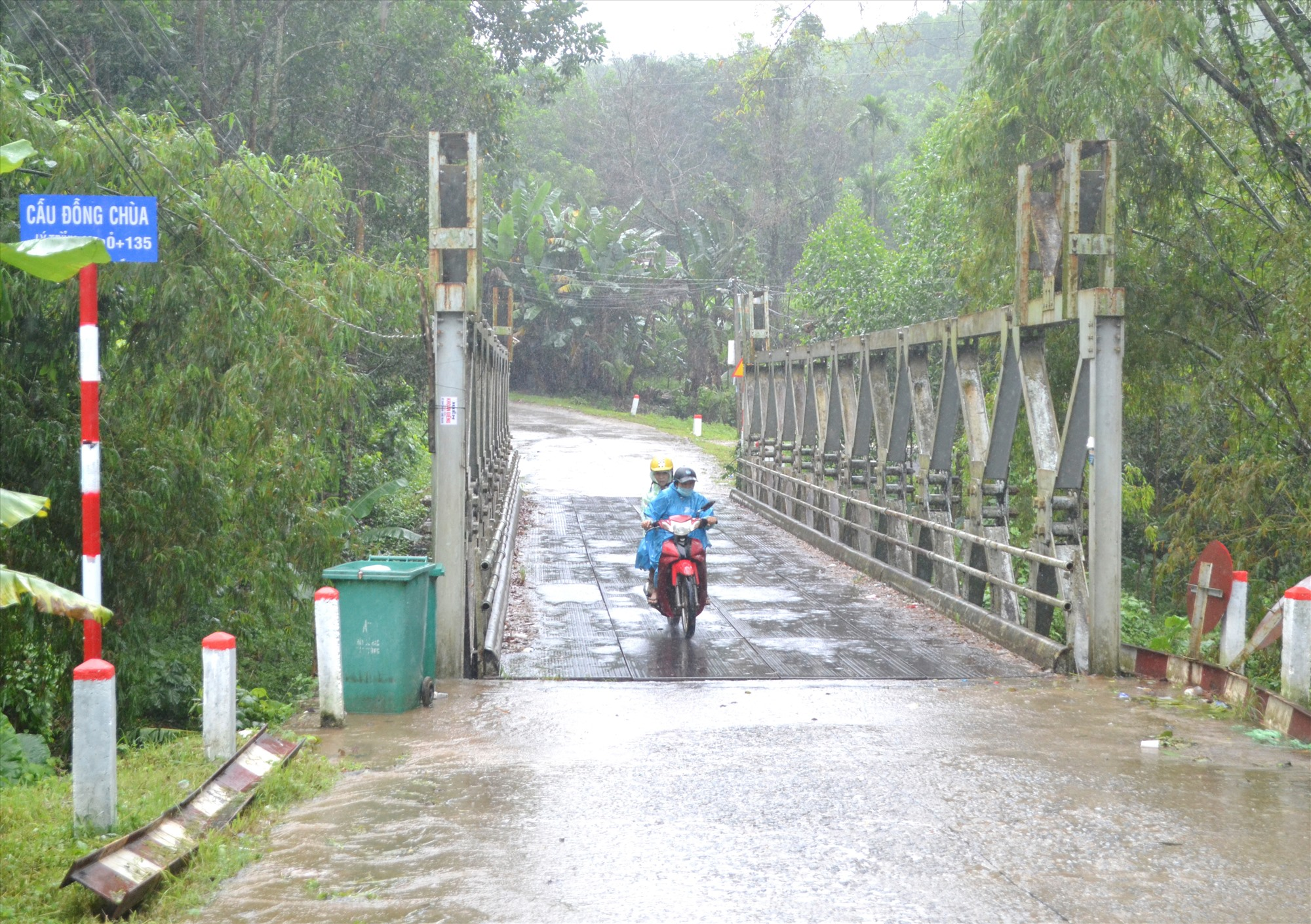 """Cầu Đồng Chùa là """"nút thắt cổ chai"""" trên tuyến đường ĐH1.Ảnh: C.T"""