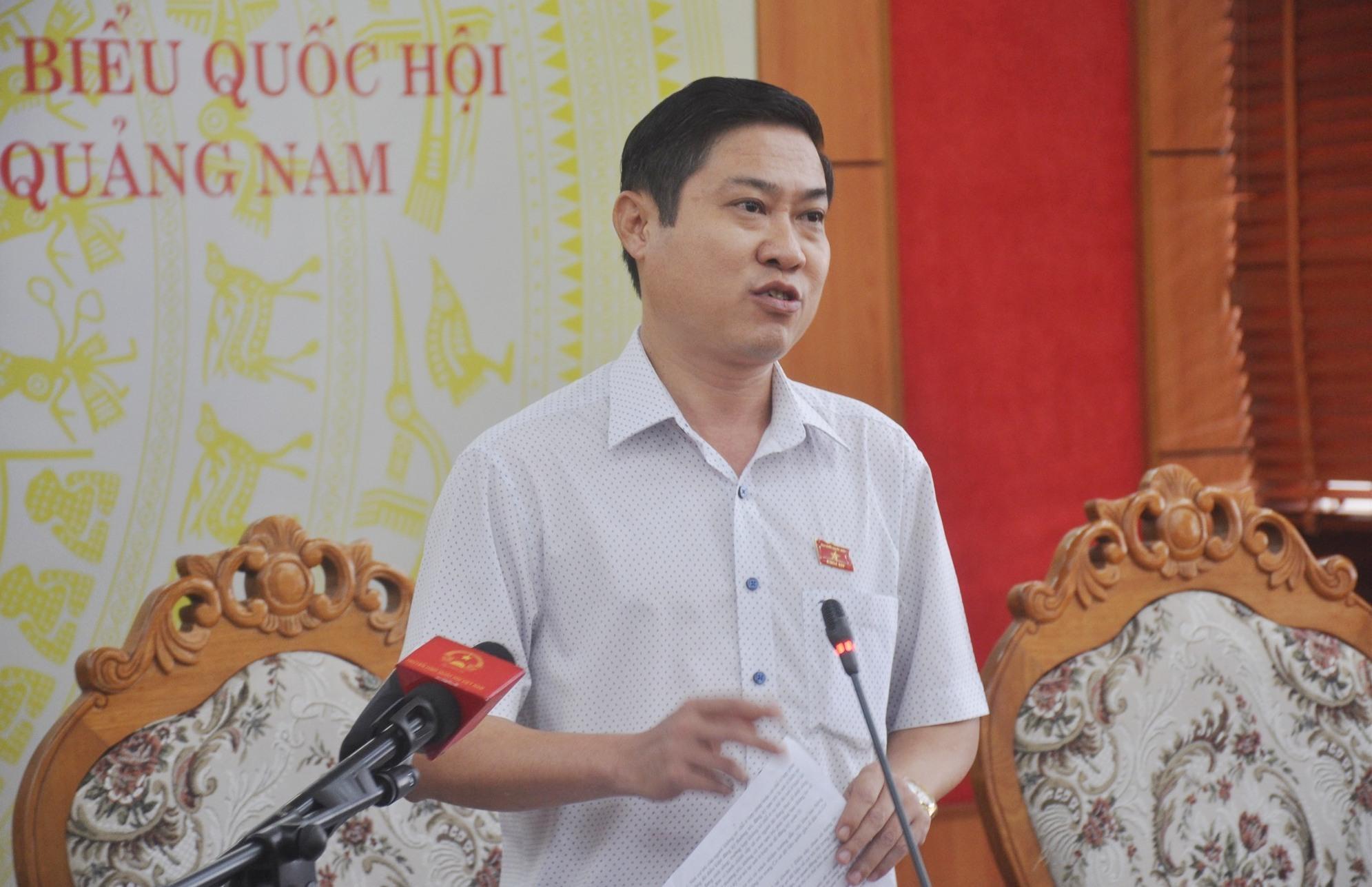 Đại biểu Phan Thái Bình - Phó Trưởng đoàn ĐBQH tỉnh phát biểu thảo luận sáng nay 21.10. Ảnh: N.Đ