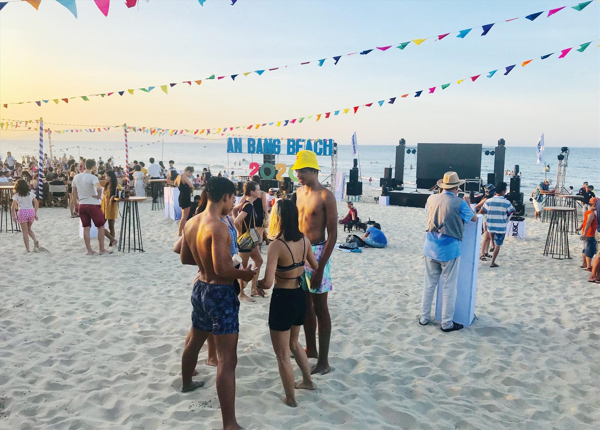 Lễ hội biển An Bàng sẽ tiếp tục được nâng cấp trong thời gian tới để thu hút du khách. Ảnh: Q.T