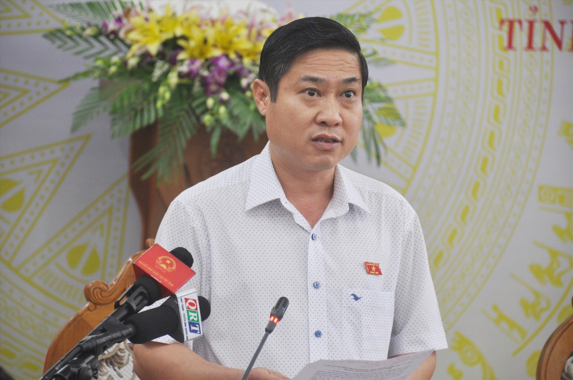 Đại biểu Quốc hội tỉnh Phan Thái Bình phát biểu thảo luận dự thảo Luật Người lao động Việt Nam đi làm việc ở nước ngoài theo hợp đồng. Ảnh: N.Đ