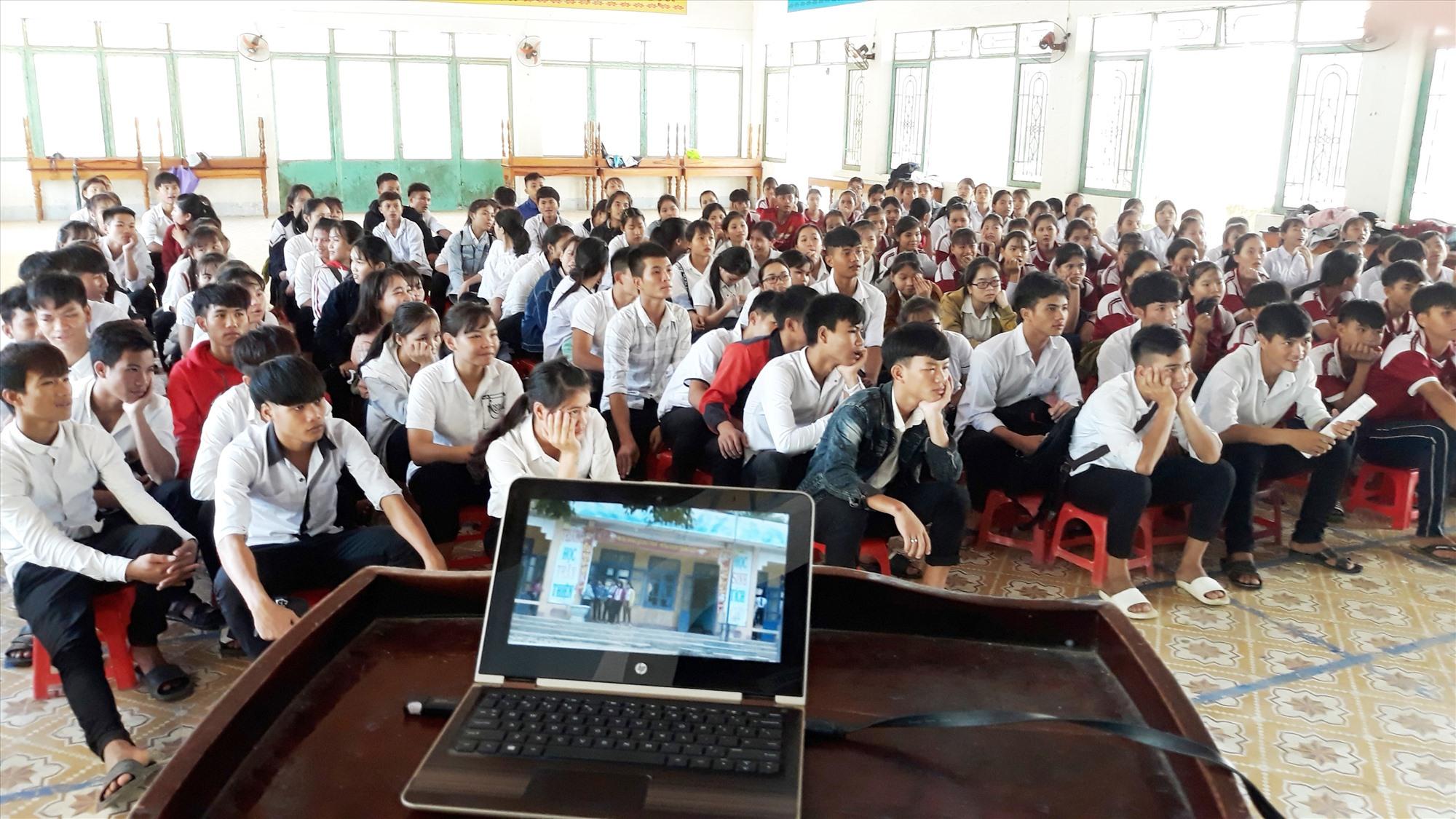 Hằng năm, huyện Bắc Trà My luôn quan tâm đến công tác định hướng giáo dục nghề nghiệp trong học sinh THPT trên địa bàn. Ảnh: TRÀ MY