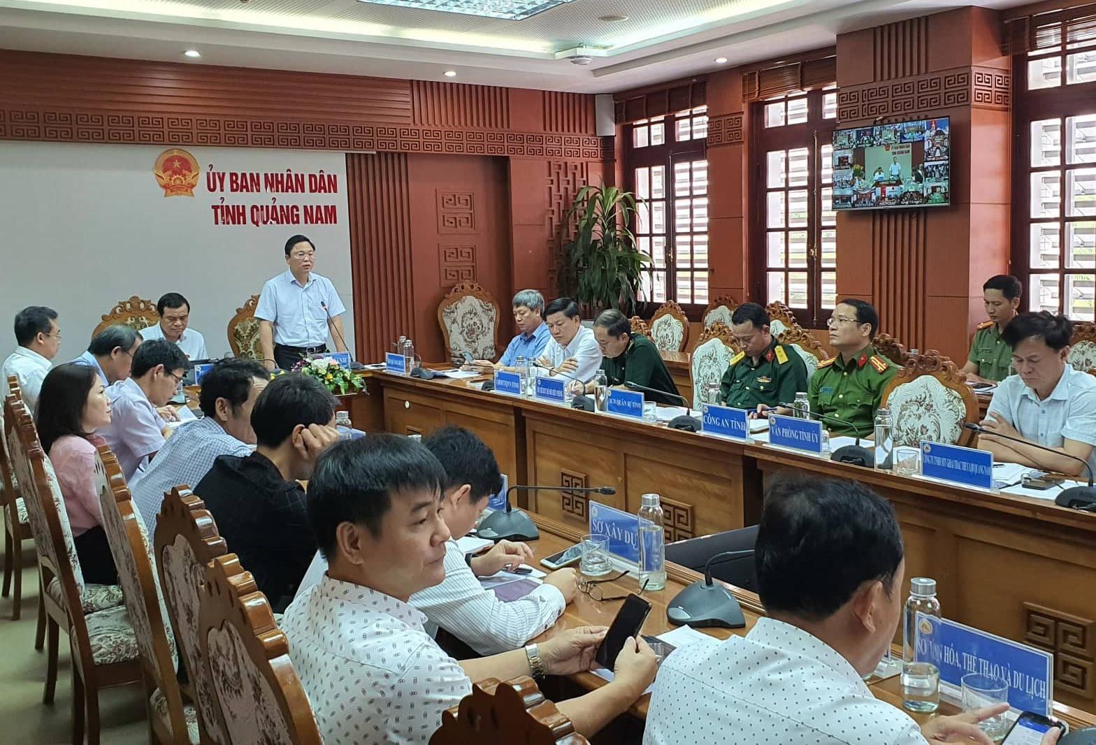 Chủ tịch UBND tỉnh Lê Trí Thanh yêu cầu các địa phương tuyệt đối không được chủ quan trước bão số 9. Ảnh: T.C