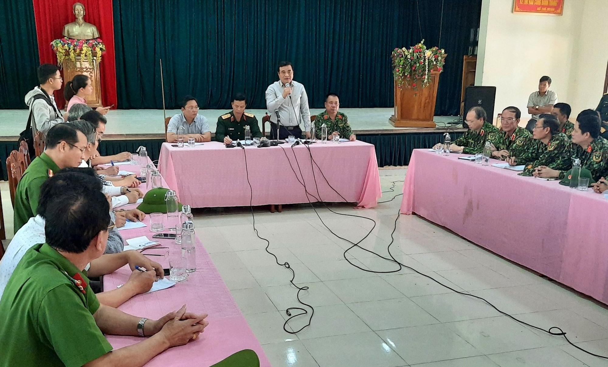 Bí thư Tỉnh ủy Phan Việt Cường phát biểu chỉ đạo tại cuộc họp với Sở chỉ huy tìm kiếm cứu nạn.