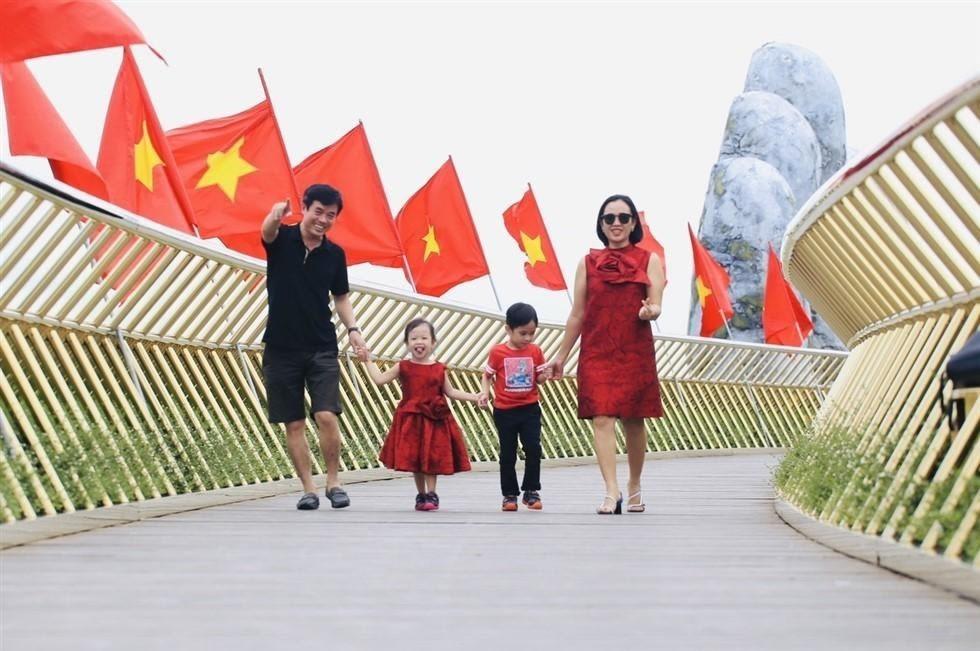Những du khách đầu tiên trở lại tham quan Bà Nà Hills từ ngày 22.9.2020. Ảnh Thu Cúc