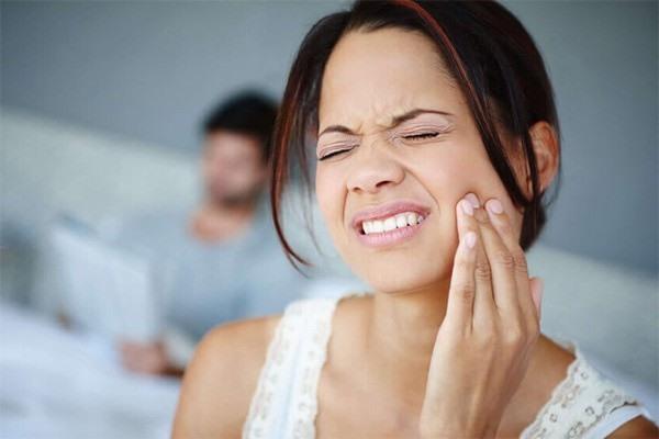 Đau răng là biểu hiện hay bị bỏ qua của nhồi máu cơ tim. Ảnh minh họa: Medicinenet