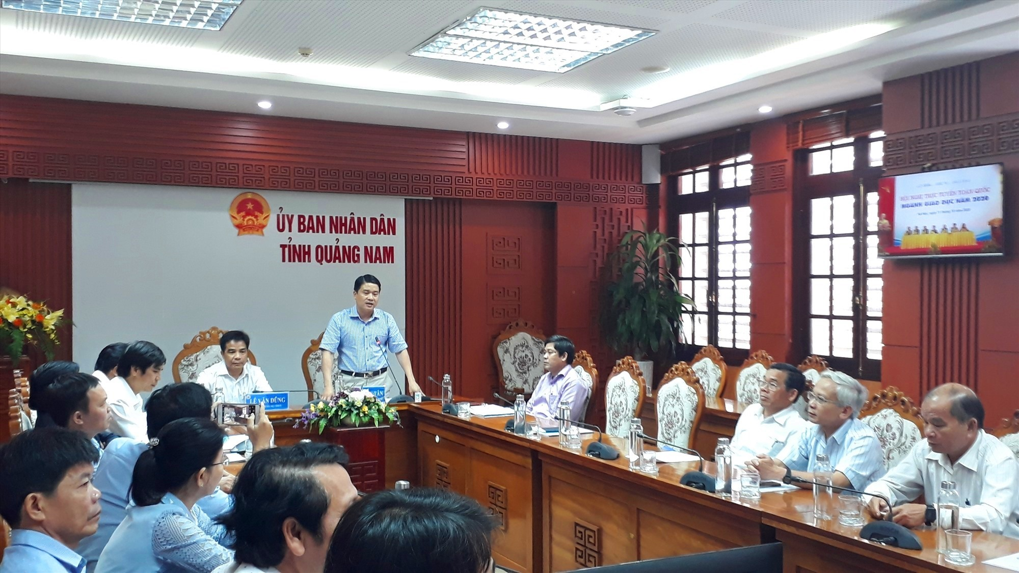 Phó Chu tịch UBND tỉnh Trần Văn Tân phát biểu tại hội nghị. Ảnh: X.P