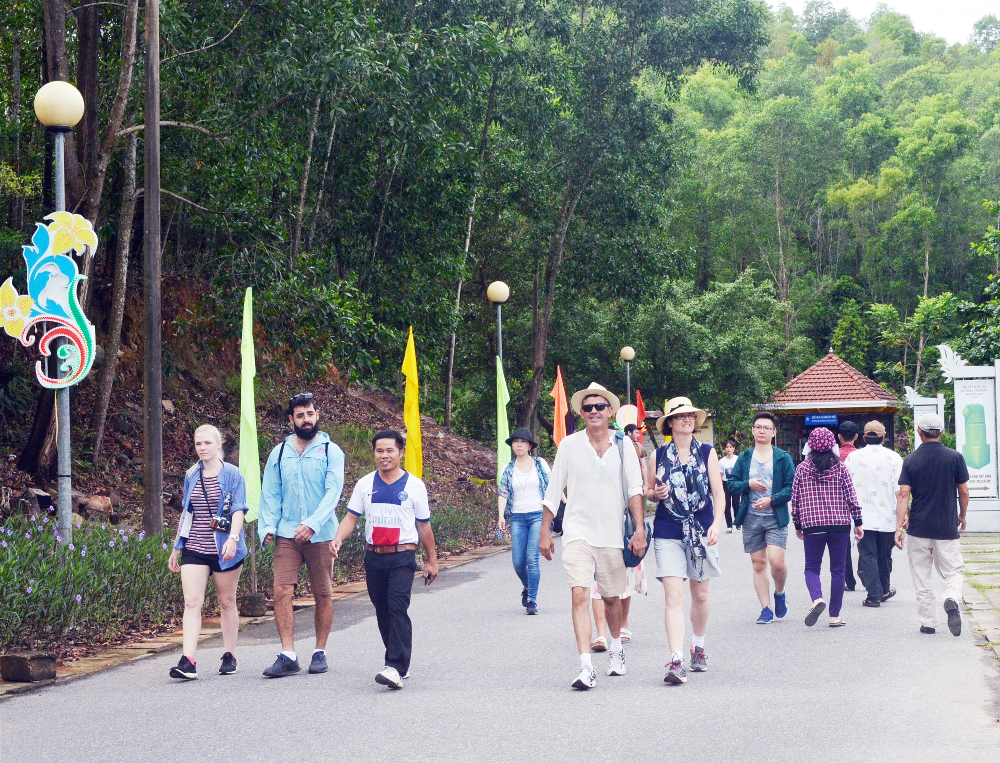 Những năm qua, ngành du lịch Quảng Nam vẫn phụ thuộc lớn vào hai di sản Hội An, Mỹ Sơn. Ảnh: T.L