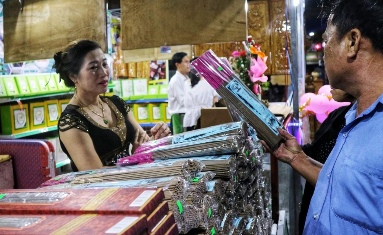 Dòng sản phẩm hương trầm của Tiên Phước được người tiêu dùng đón nhận. Ảnh: X.H