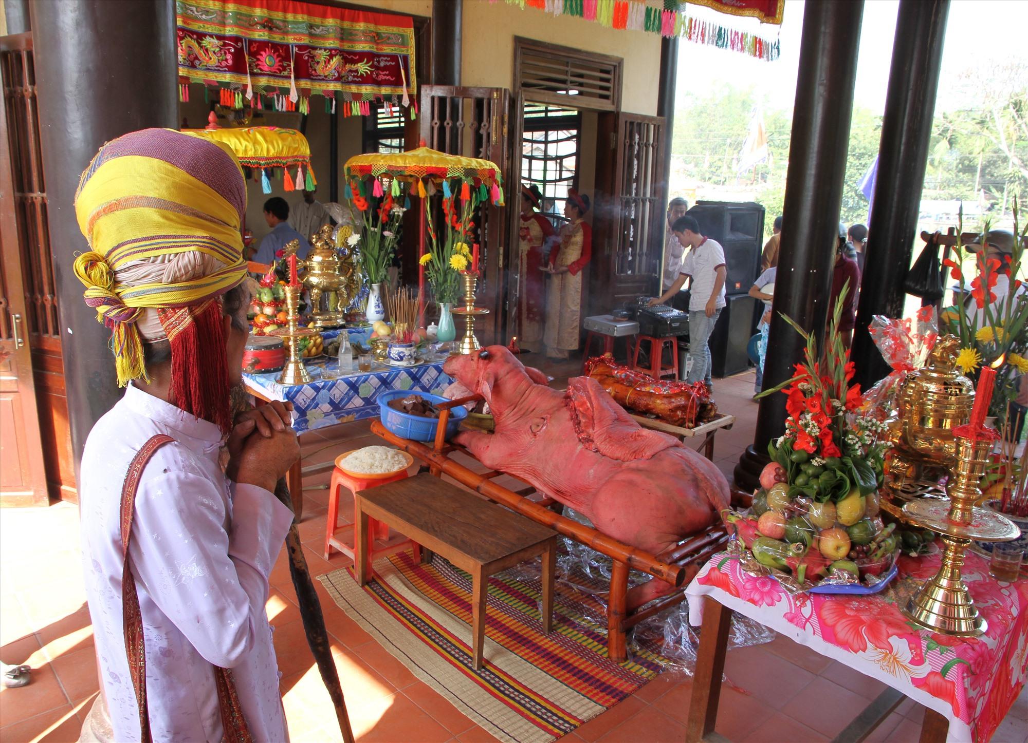 Nghé chông - hiện vật tế lễ tại Lễ hội Bà Thu Bồn. Ảnh: L.T.K