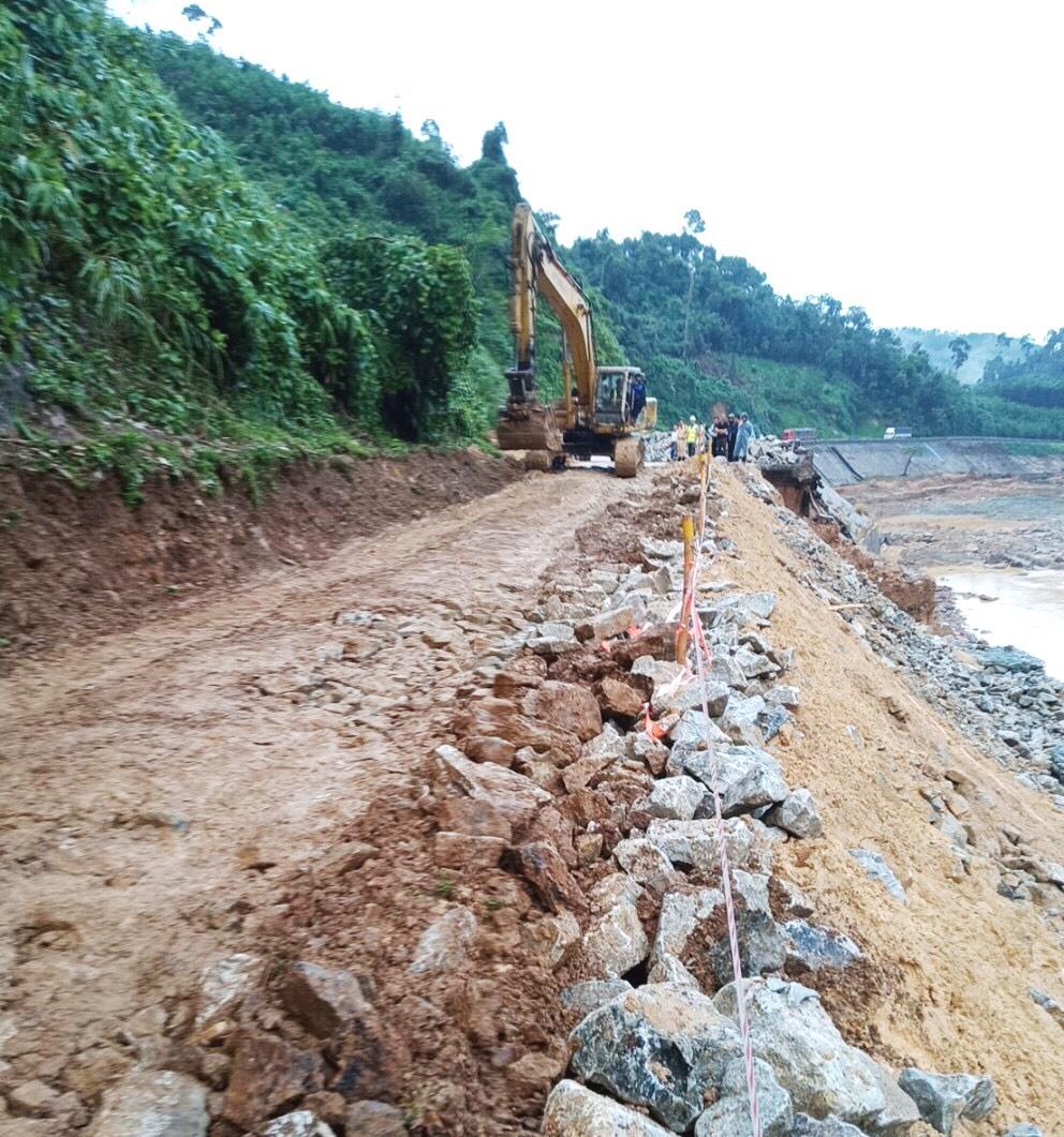 Phía làn bên trái tuyến đường Hồ Chí Minh (hướng Phước Sơn-Nam Giang), đoạn qua xã Phước Xuân đã cơ bản được khôi phục